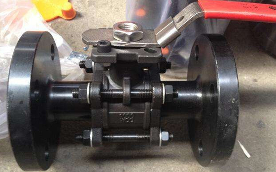 China 3PC Flanged Ball Valve , ASTM A216 WCB 2 Inch Carbon Steel Ball Valves pneumatic/with iso5211 supplier